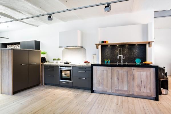 24623 BAX Küche mit E-Geräten und Stein-AP